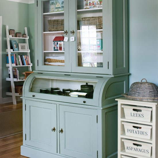 Country kitchen storage kitchen ideas kitchen for Vintage kitchen units uk