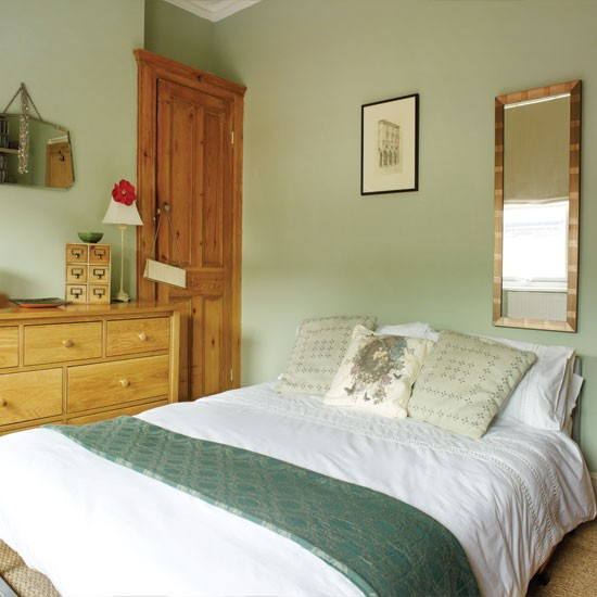 Pretty pale green bedroom bedroom for Bedroom ideas oak