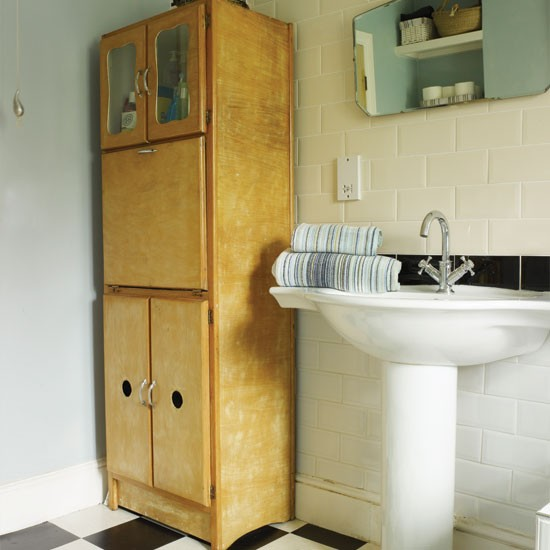 50s-style bathroom storage | Bathroom decorating ideas | Bathroom | Style At Home | IMAGE | Housetohome.co.uk