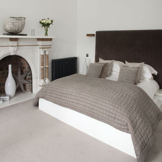 Cosy grey bedroom with headboard | Bedroom | 25 Beautiful Homes | IMAGE | Housetohome.co.uk