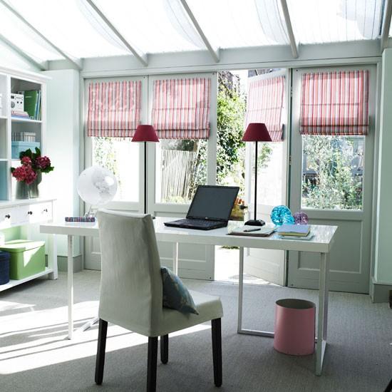 Branco escritório em casa conservatório com acessórios coloridos | Estudo | Sala Garden | Laranjal | Idéias de decoração | Housetohome | GALERIA DE FOTOS