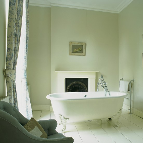 Chalky white bathroom | traditional | Bathroom colour schemes | Bathroom | Bathroom decorating ideas | PHOTO GALLERY | 25 Beautiful Homes | Housetohome