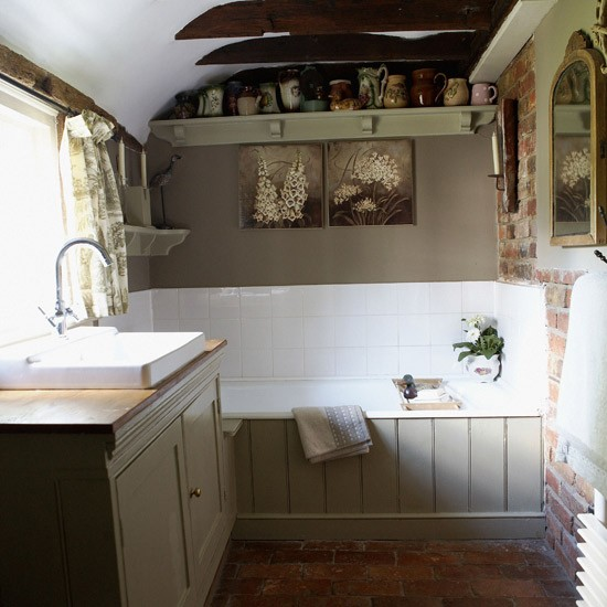 Small french country bathroom for Small bathroom ideas uk