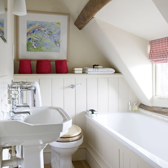 Small cosy bathroom small bathroom design ideas for Small bathroom ideas uk