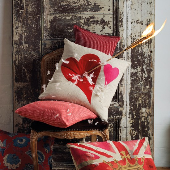 Valentines-day-gifts-for-him-and-her-2012-heart-cushion.jpg