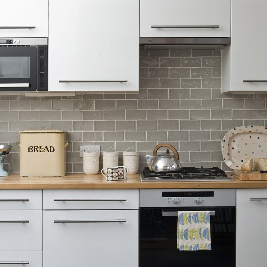 Kitchen Cabinets White Tile Splashback
