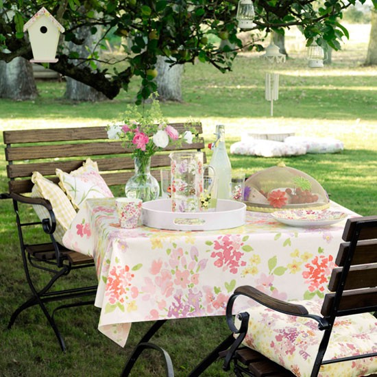 Add style to your garden with this alfresco dining set