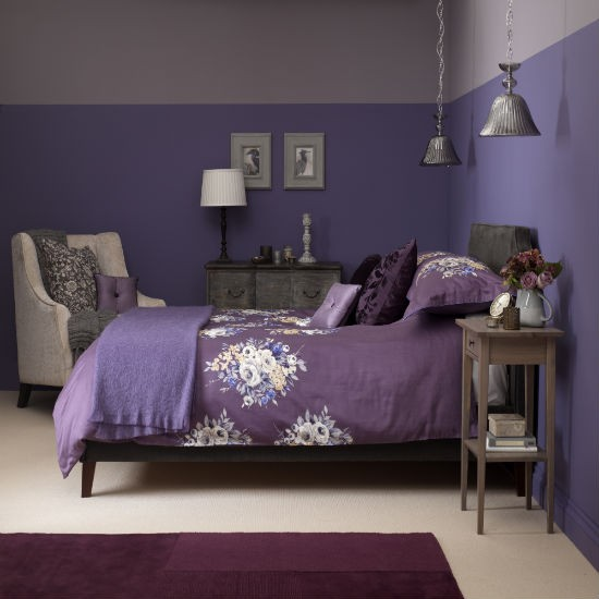Dusky plum bedroom with floral bed linen bedroom colour for Black and purple bedroom ideas