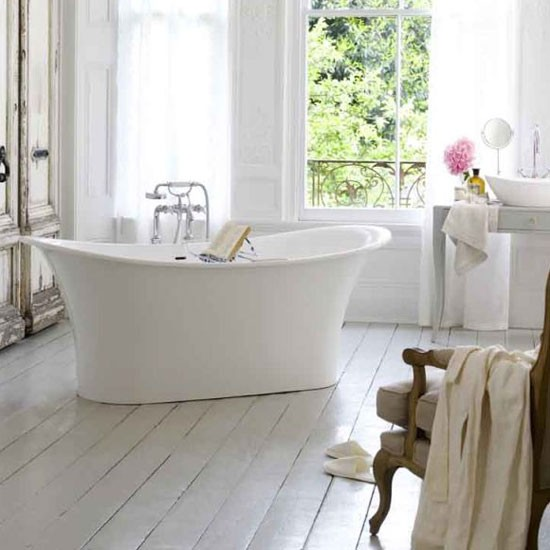 Go for simple bath shapes | country bathroom | Country Homes & Interiors