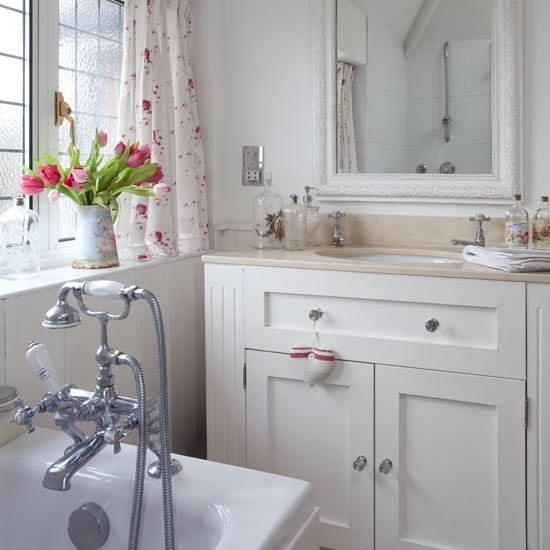 Bathroom | House tour | Elegant 1930s Surrey house | PHOTO GALLERY | 25 Beautiful Homes | Housetohome