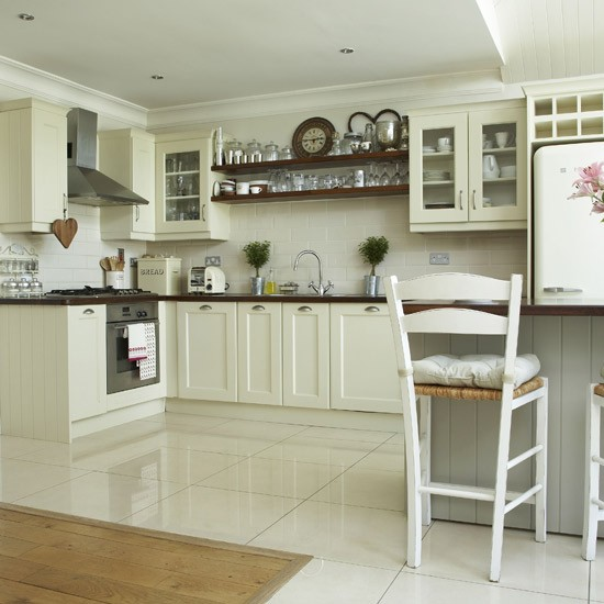 Kitchen Floor Tiles For White Cabinets: Light Cream Kitchen