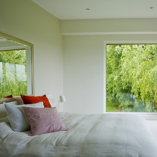 Light white bedroom Homes & Gardens