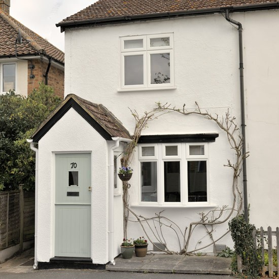 Cute cottage with painted front door cute vintage for Cottage style front doors