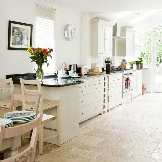 White country kitchen country kitchen ideas for Country kitchen floor ideas