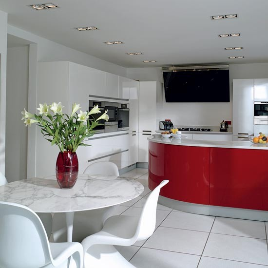 Red gloss kitchen | Take a tour around a striking red kitchen | Kitchen tour | Beautiful Kitchens | PHOTO GALLERY