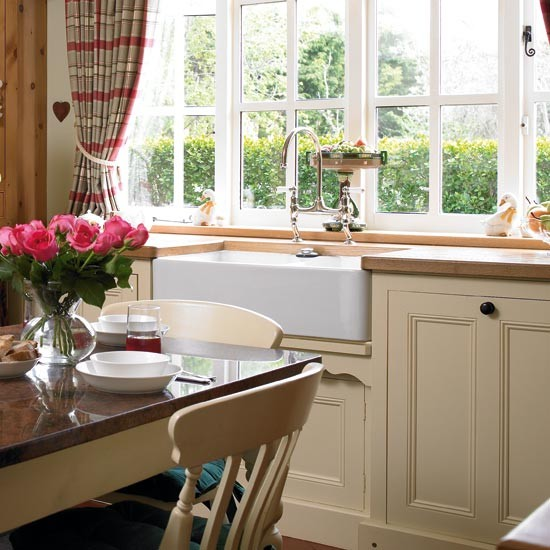 Window | Take a tour around a hand-painted country kitchen | Kitchen tour | Beautiful Kitchens | PHOTO GALLERY