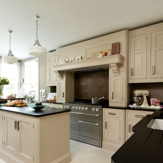 Cream and black kitchen | Traditional kitchens | PHOTO GALLERY | Housetohome