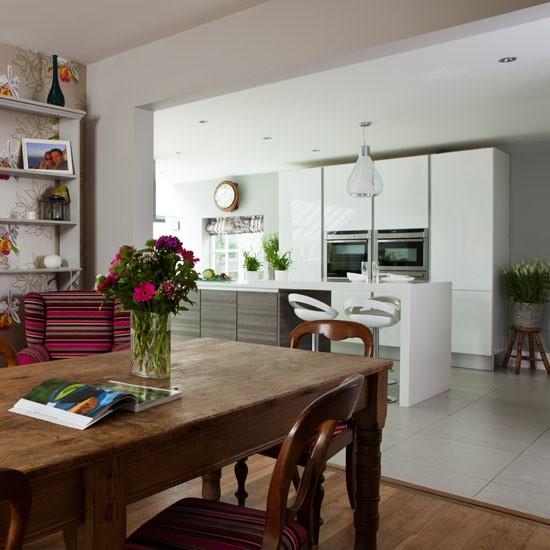 Open Plan White Kitchen: Fresh White Open-plan Traditional Kitchen