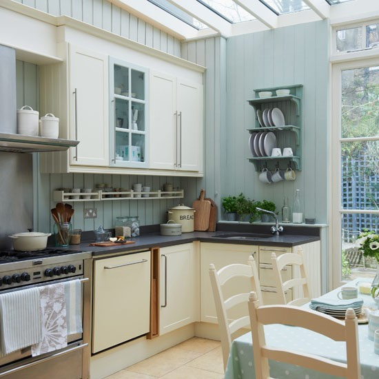 Green Kitchen Units Uk: Traditional Kitchen Decorating Ideas