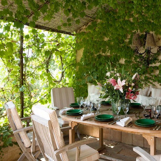 Ivy branch window unusual english gardens housetohome for Unusual garden rooms