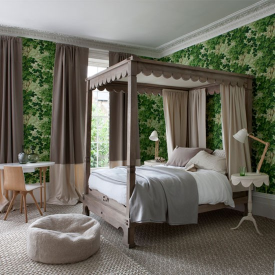 Green leaf motif bedroom wallpaper | Homes & Gardens | Housetohome | PHOTOGALLERY