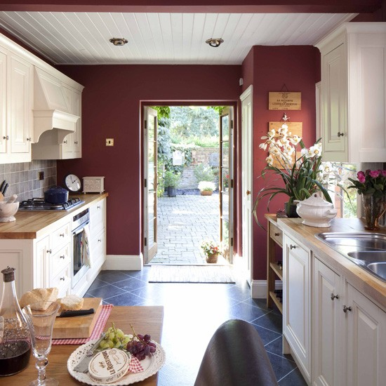 Country Kitchen Wall Colors: Red Accent Wall, Kitchens Colour, Decor Ideas, Traditional
