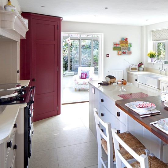 Open-plan Classic Kitchen