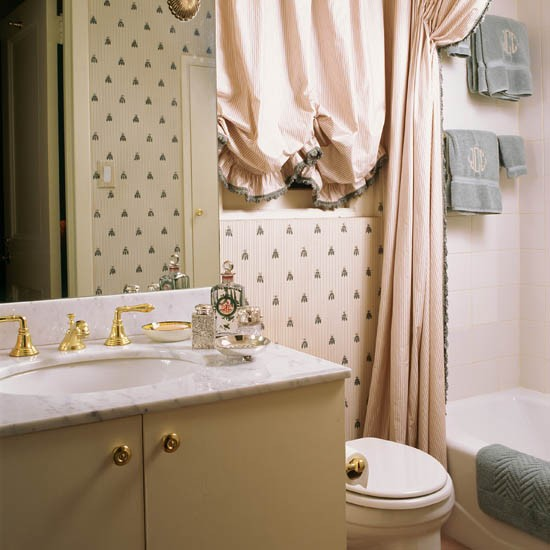 Unique wallpaper designs to try in your bathroom for Pink and grey bathroom decor