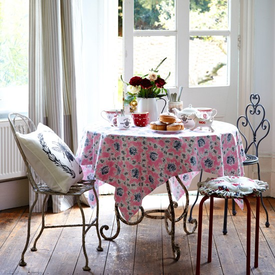 Vintage style dining room country dining room ideas for Retro dining room ideas