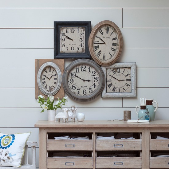 rustic living room clock display country living room ideas. Black Bedroom Furniture Sets. Home Design Ideas