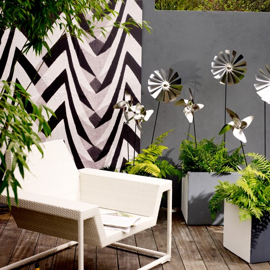 Abstract garden wall | Weird and wonderful garden | Garden design | PHOTO GALLERY | Livingetc