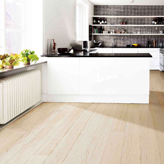 K hrs oak kitchen flooring for Kitchen flooring ideas uk