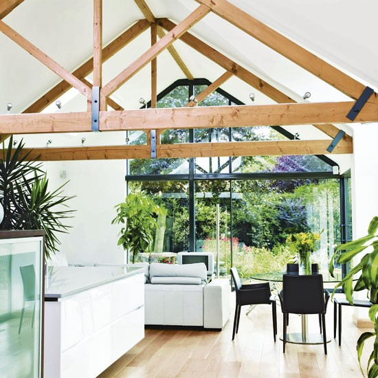 Emphasise a vaulted ceiling outdoor kitchens uk for Vaulted ceiling kitchen designs