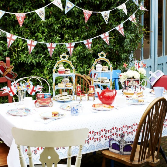 Patriotic Tableware From The Contemporary Home Garden