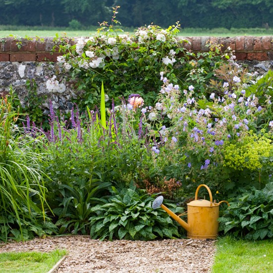 Abundantly planted borders spacious wiltshire garden for Country style garden designs