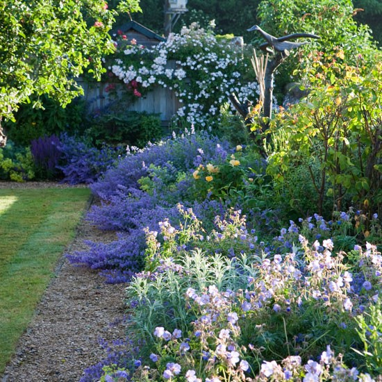Mauve and purple scheme spacious wiltshire garden tour - Mixed style gardens ...
