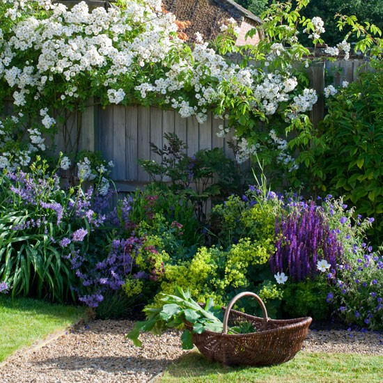 English country garden for Country garden ideas for small gardens