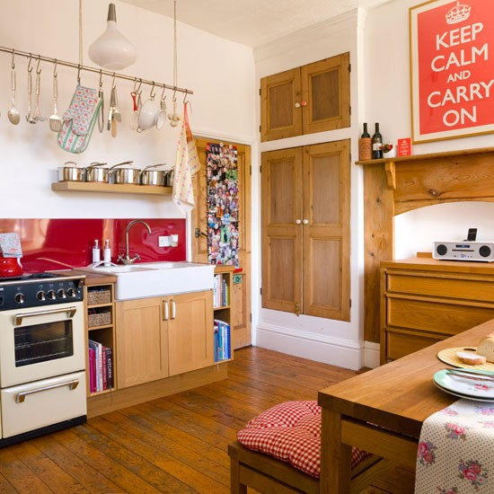 Bright and cosy countryl kitchen kitchen decorating for Cute country kitchen ideas