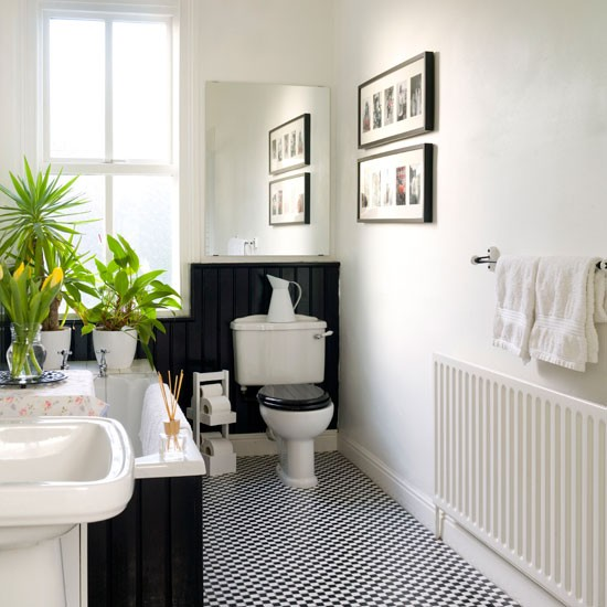 Traditional black and white bathrooms modern world for Monochrome bathroom designs