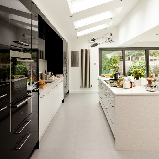 Glossy black and white kitchen modern kitchen ideas for Beautiful black kitchens