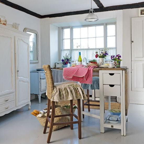 Vintage-style Country Kitchen