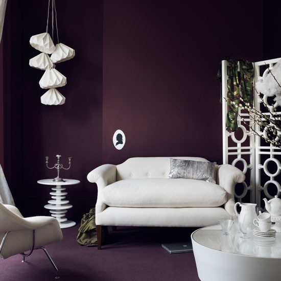 Dramatic purple living room for Living room ideas purple