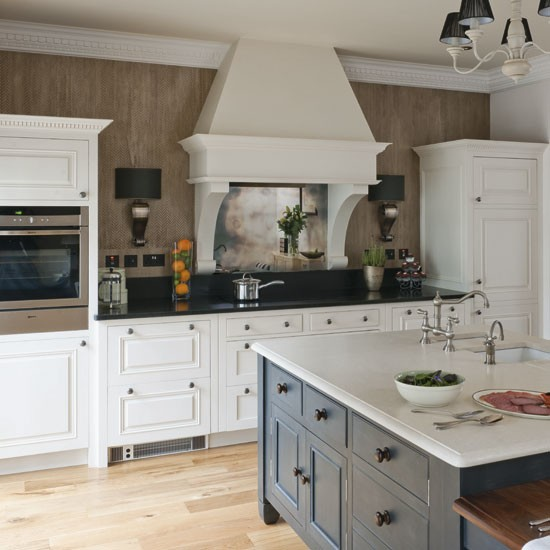 Traditional white kitchen traditional kitchen ideas for Traditional white kitchens
