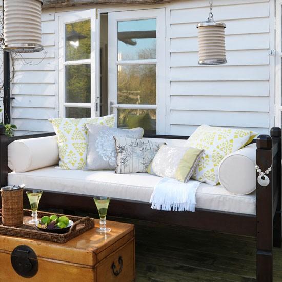 Contrast Light And Dark Garden Summer House Ideas For
