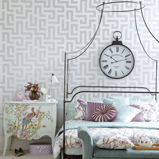 Elegant Vintage Style Bedroom With Geometric Wallpaper Perfect Sleep