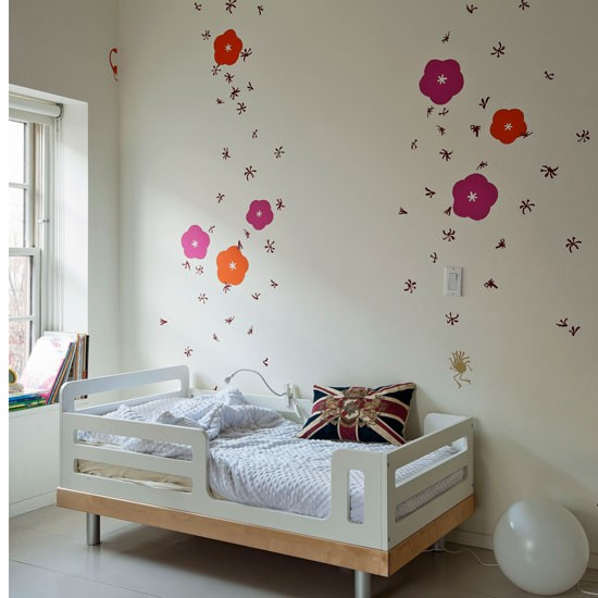 Add flowers bedroom decorating ideas for Childrens bedroom wall designs