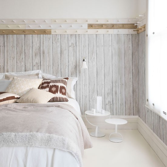White bedroom with wood-look wallpaper | Summer bedroom decorating ideas | PHOTO GALLERY | Homes & Gardens | Housetohome.co.uk