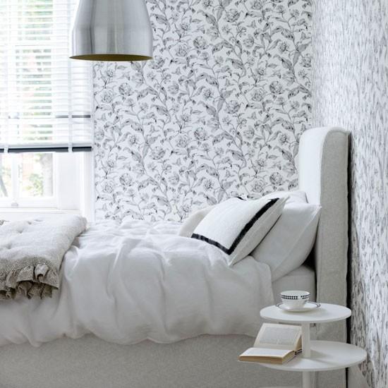 Дизайн маленькой комнаты с разными обоями