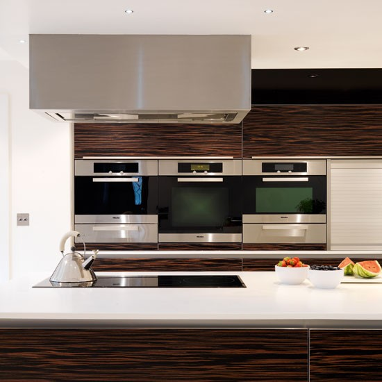 Oven bank and hob | Contemporary kitchen tour | PHOTO GALLERY | Beautiful Kitchens | Housetohome.co.uk