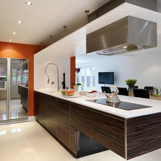 White Kitchen Peninsula: Take A Tour Around A Contemporary Ebony Veneer